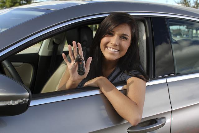 Kiedy można kupić nastolatkowi pierwszy samochód?